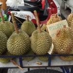 Des durians dans la rue
